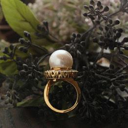 秋の装いに。大人の女性を引き立てる「南洋真珠」のリング